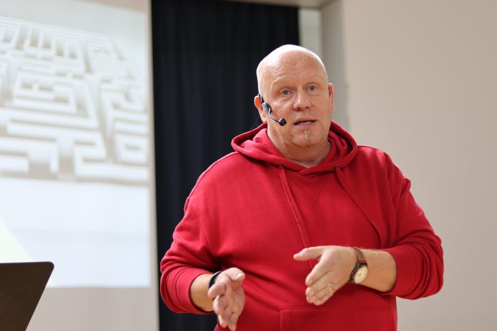 Parempi avioliitto ry Superviikonlopussa luennoi perheneuvoja Pekka Puukko