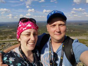 Markus ja Säde Jokela LeviCross-perheleirillä tunturissa.